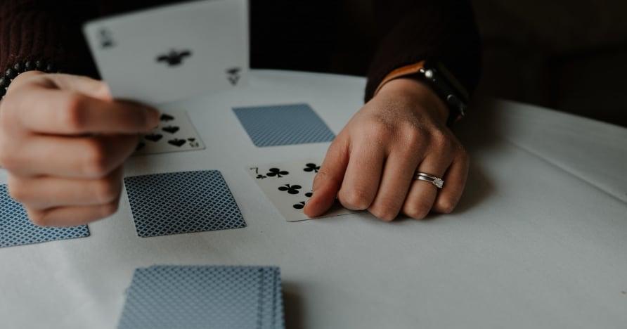 RNG Blackjack vs. Živý prodejce Blackjack